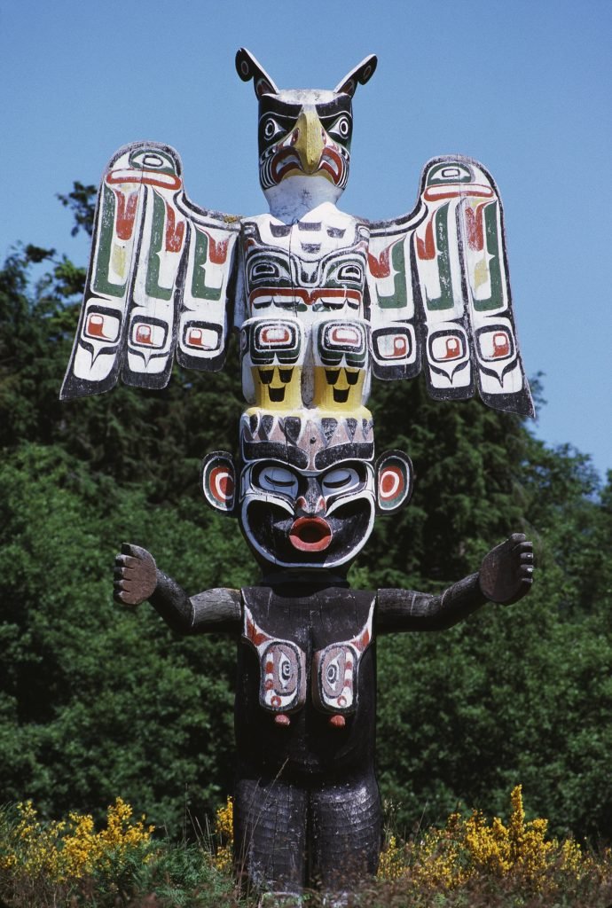 Memorial totem pole by master carver Hilamas (Willie Seaweed) portraying Thunderbird and Wild Woman of the Woods