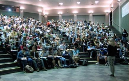 図1.5講義クラスがより大きくなればより多くの学生が輩出されます