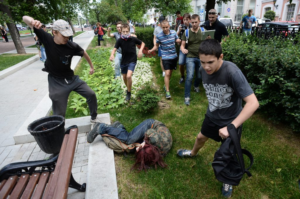 """LGBT activists are attacked during an action """"Day of Kisses"""" against a homophobic bill in Moscow"""
